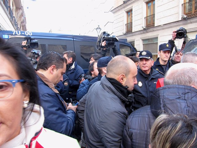 Dispositivo policial ante El Corte Inglés de la calle Constitución.