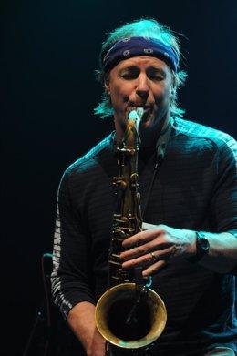 El saxofonista Bill Evans
