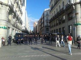 """Los comercios del centro, protegidos por un fuerte dispositivo policial, abren """"con absoluta normalidad"""""""