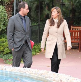 Enric Hernández (El Periódico) y Alícia Sánchez Camacho (PP)