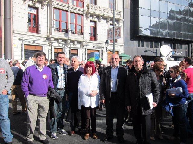 Pastor con la delegación socialista acude a la manifestación