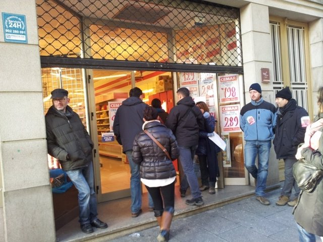 Piquete informativo en un supermercado en Lugo