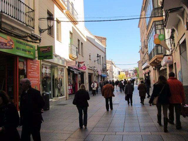 Calle San Pedro En Cáceres Con Los Comercios Abiertos