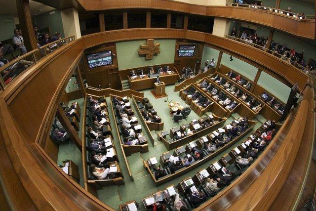 El Pleno Del Parlamento Vasco Debate La Ponencia De Paz