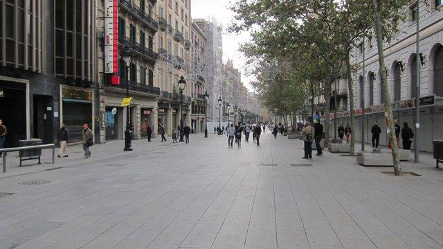 Comercios cerrados en portal de l'Ángel de Barcelona 14N del 2012