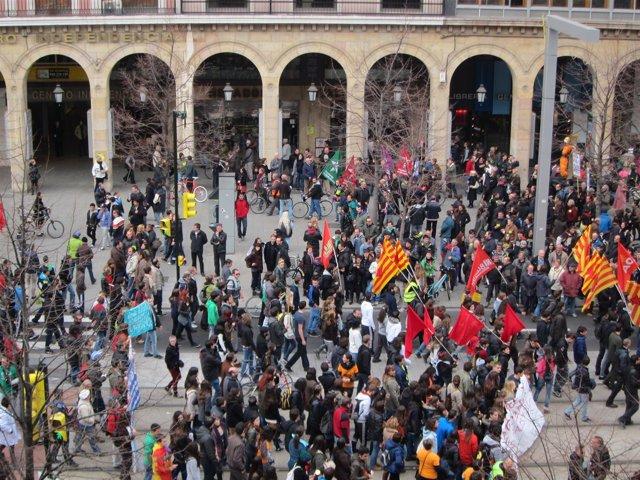 Diversos colectivos se han concentrado en el paseo de la Independencia