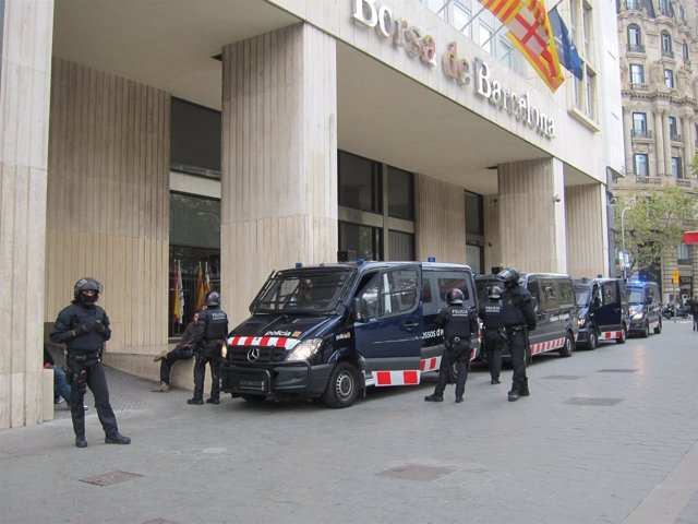 Dispositivo Policial Por La Huelga En La Bolsa De Barcelona