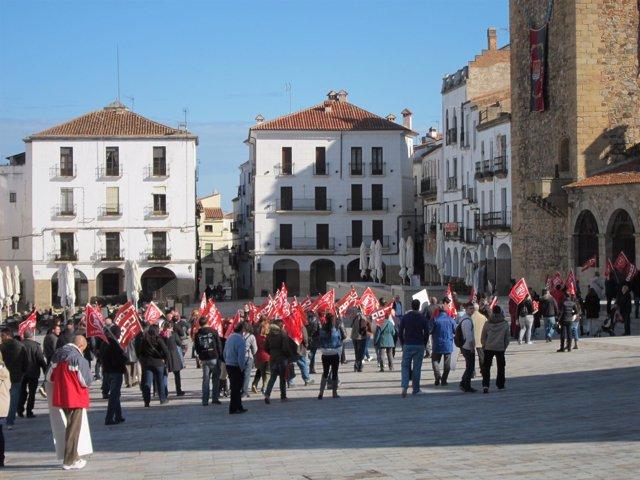 Piquetes Informativos A Su Llegada La Plaza Mayor
