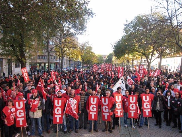 Manifestación convocada por UGT y CCOO en el marco de la huelga general.