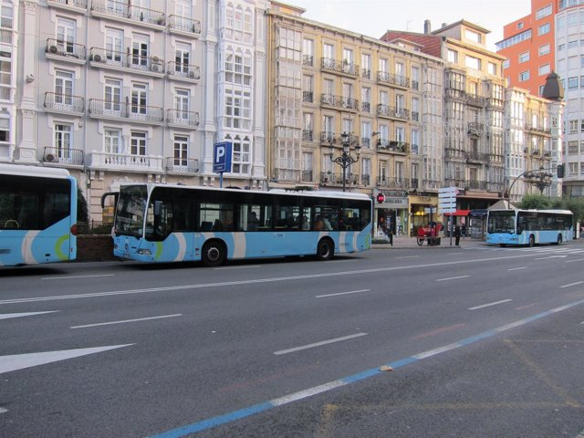 Autobuses del TUS durante esta jornada