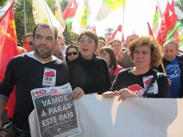 Cortes, entre Mariscal y Doblas, durante la manifestación