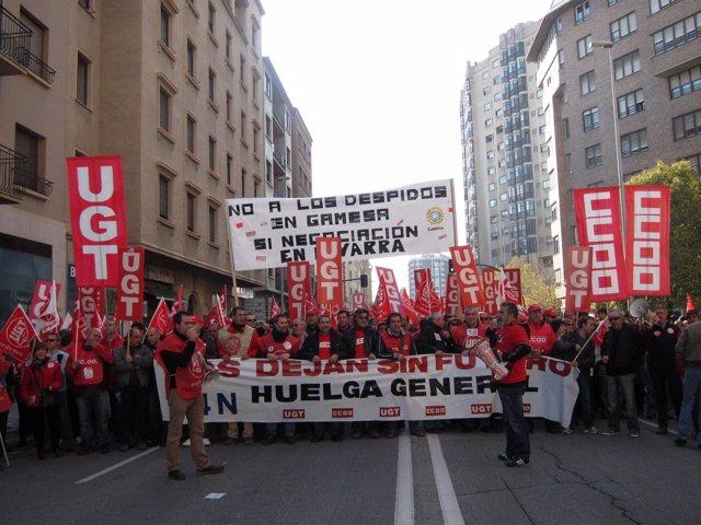 Manifestación de UGT y CCOO en Pamplona en apoyo a la huelga general.
