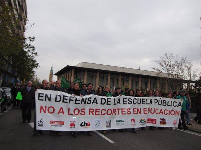 Manifestación en defensa de la escuela y sanidad públicas en Zaragoza