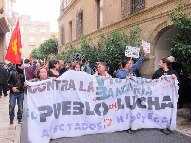 Imagen de los manifestantes de la Plataforma de Afectados por la Hipoteca