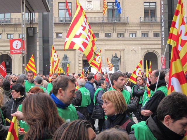 Concentrados frente al Ayuntamiento el 14N