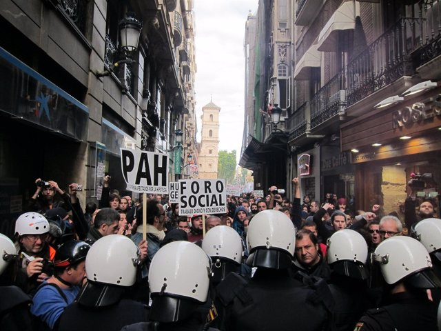 Enfrentamientos entre policías y manifestantes en Murcia