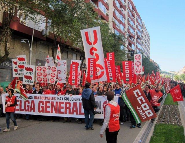 Cabecera de la manifestación, acto central de la huelga del 14N en Jaén.