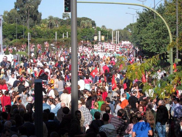 Manifestación de Sevilla convocada por UGT y CCOO por la huelga general.