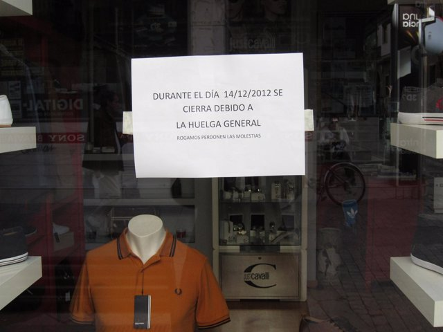 Comercio cerrado por la huelga general.