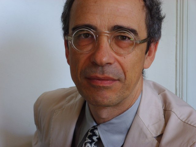 El arquitecto Juan José Lahuerta imparte una charla en Ibercaja en Zaragoza
