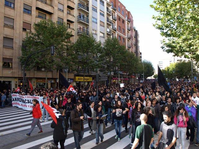 Manifestación por las calles de Salamanca a mediodía