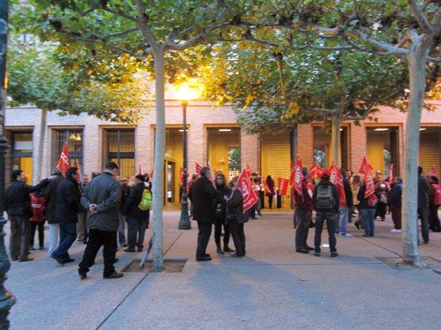 Piquetes ante la sede del Gobierno aragonés