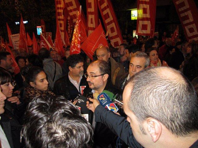 El secretario general del PSOE-Aragón, Javier Lambán, en la manifestación 14N