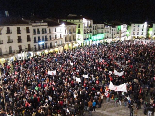Manifestantes En Cáceres El 14N