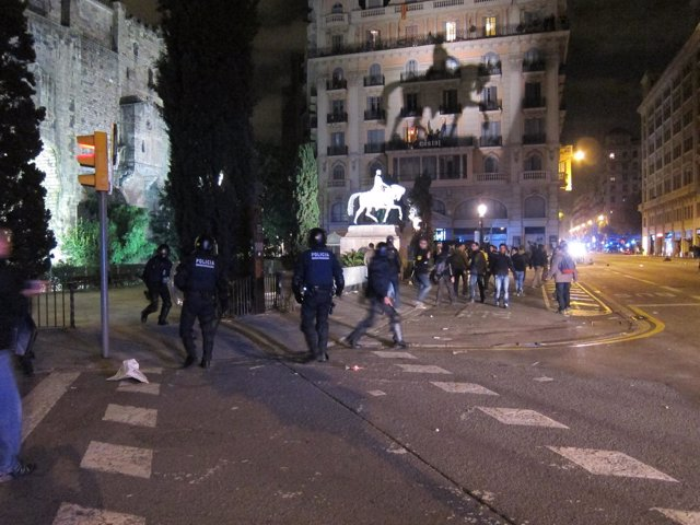Cargas policiales durante la manifestación del 14N en Barcelona