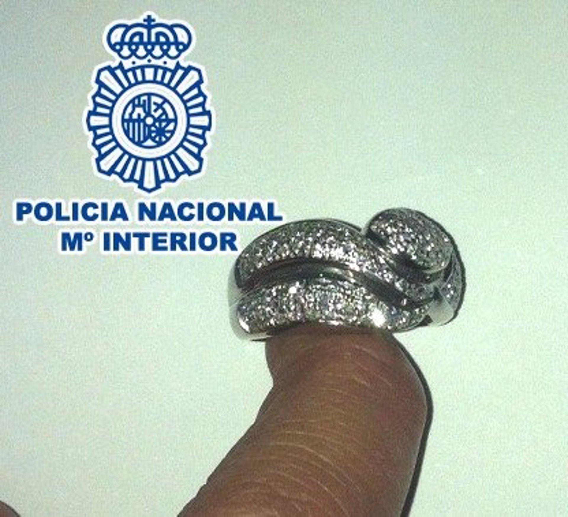 f756fef0c28b Ingresa en prisión un hombre detenido por hurtos en joyerías de A Coruña y  Santiago