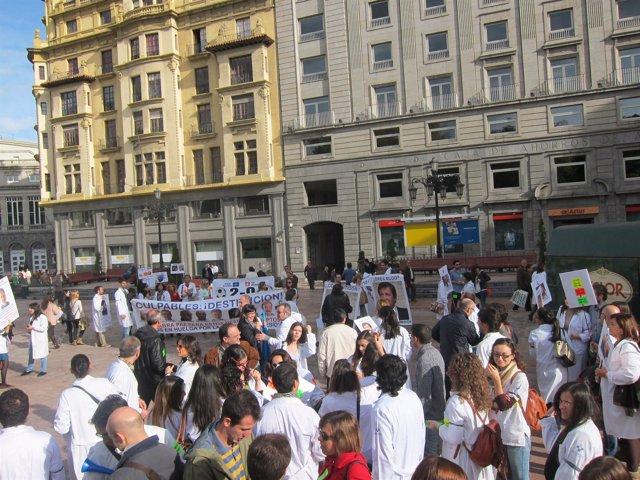 Médicos antes de salir en manifestación.
