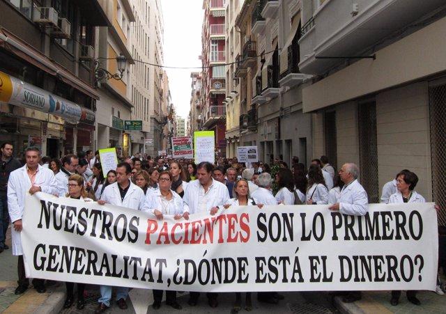 Manifestación de los farmacéuticos de la Comunitat por impagos del Consell