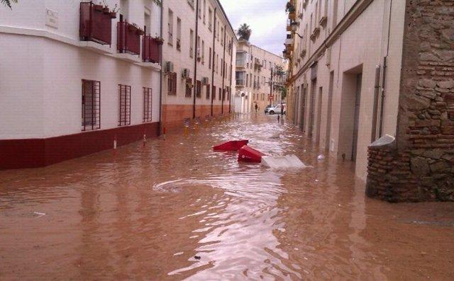 Calle inundada por las fuertes lluvias en Málaga capital