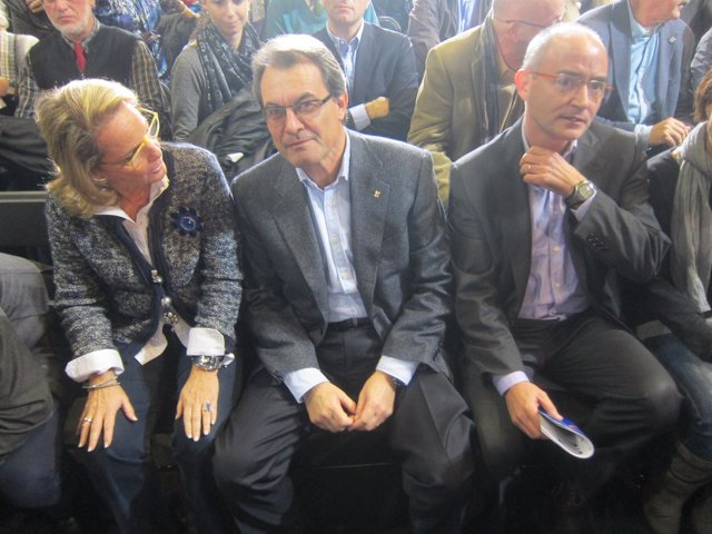 Artur Mas, Helena Rakosnik y Ferran Falcó en Badalona