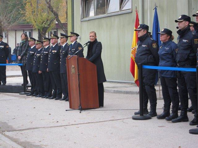 Cifuentes en la presentación de la nueva unidad de prevención y reacción Policía