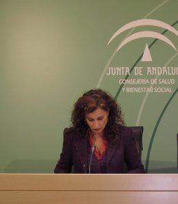 La consejera de Salud, María Jesús Montero, durante la rueda de prensa