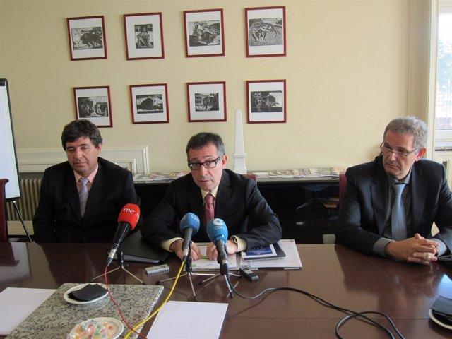 Serrano, Vecina y Soler en la rueda de prensa.
