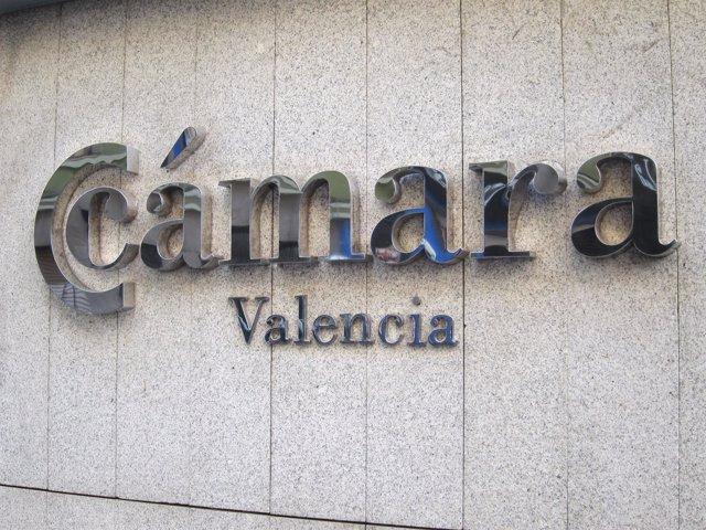 Logo De Cámara Valencia En La Fachada De Su Sede.
