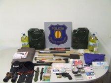 Material intervenido al detenido en Barcelona