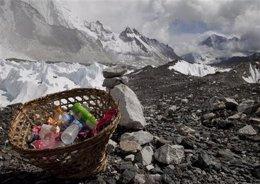 De basura a tesoro: los desechos del Everest se convierten en arte