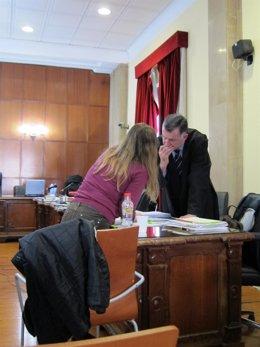 Acusada de matar a sus hijos con su abogado hoy