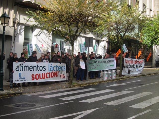 Protesta de ganaderos gallegos frente al Parlamento