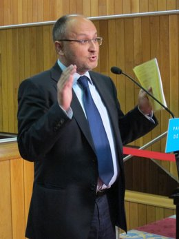 El socialista Abel Losada tras el discurso de investidura de Feijóo.