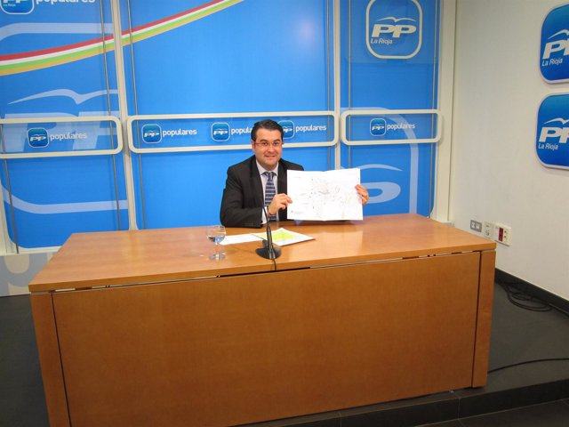 El portavoz del Grupo Municipal Popular de Logroño, Javier Merino