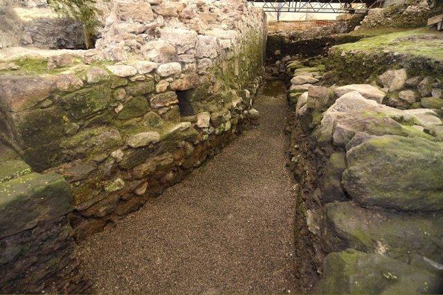 Restos muralla Porticada