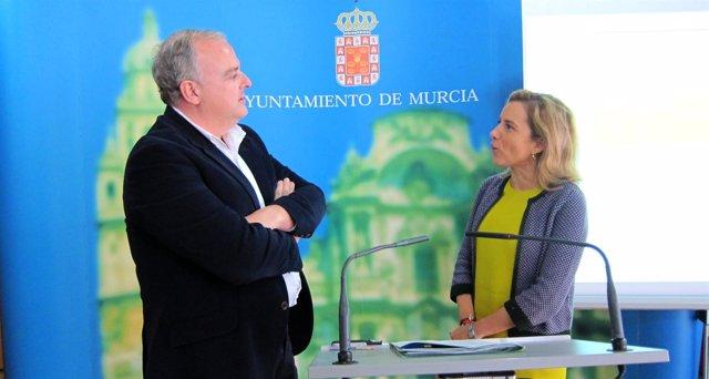 La concejal de Medio Ambiente, Adela Martínez-Cachá presenta Presupuestos 2013