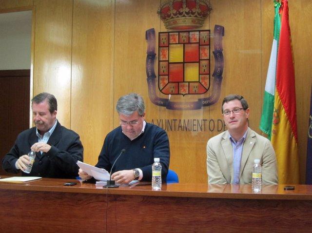 Fernández de Moya (c), junto a García Anguita (i) y Contreras (d).