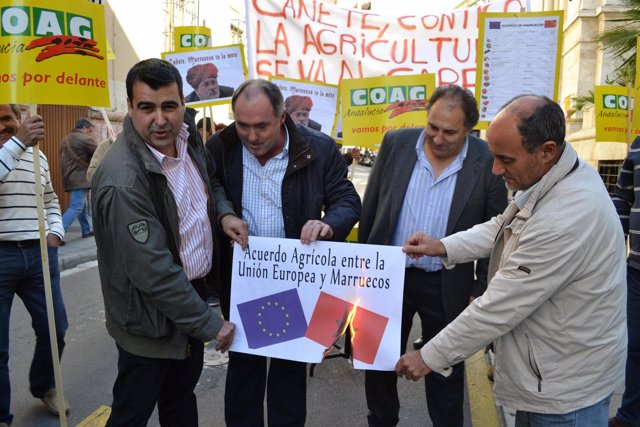 COAG quema un cartel sobre el acuerdo UE-Marruecos