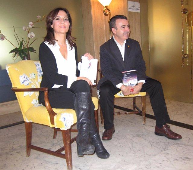 Lorenzo Silva y Mara Torres, ganador y finalista del Premio Planeta