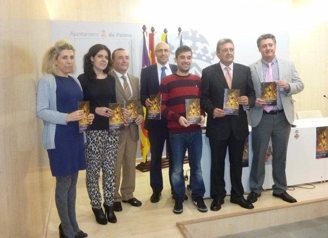 Sandra Fernández con los patrocinadores de los actos navideños
